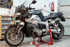 abba Superbike stand on BMW K1200R (Shown with abba Front Lift)