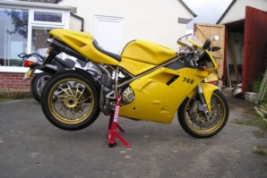abba Superbike Stand on Ducati 748