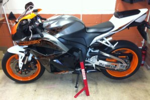abba Superbike Stand on Honda CBR600RR