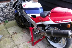 abba Superbike Stand on Honda RVF400R