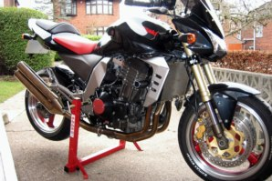 abba Superbike Stand on Kawasaki Z1000