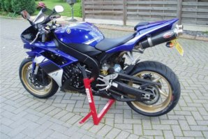 abba Motorcycle Stand on Yamaha R1