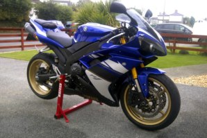 abba Stand on Yamaha R1