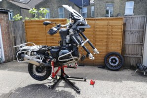 abba Sky Lift on BMW R1200GS - front wheel removed