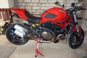 abba paddock stand on Ducati Monster 1200