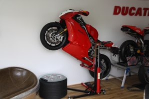 Ducati 999 lifted on abba Sk yLift