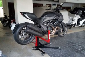 Ducati Diavel on abba Sky Lift