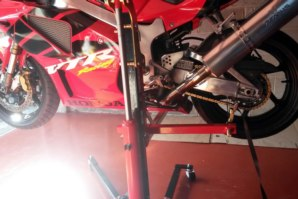 abba Sky Lift fitted to Honda SP1