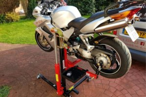 Honda VFR800 lifted on abba Sky Lift