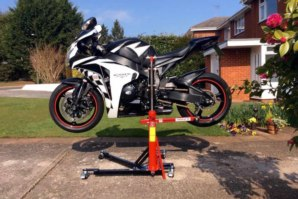CBR1000RR lifted on abba Sky lift