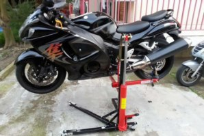 Suzuki Busa on Sky Lift jack