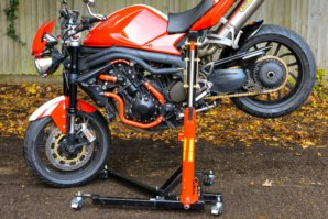 Triumph 1050 Speed triple lifted by abba Sky Lift - stoppie position