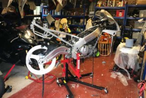 Sky Lift on stripped down Suzuki GSXR1100