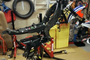 Yamaha R6 stripped down on abba Sky Lift